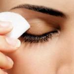 نحوه پاک کردن آرایش چشم بدون آسیب رساندن به چشم/آرایش وزیبایی