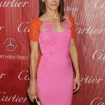 مدل لباس شیک ساندرا بلوک روی فرش قرمز/مدل لباس
